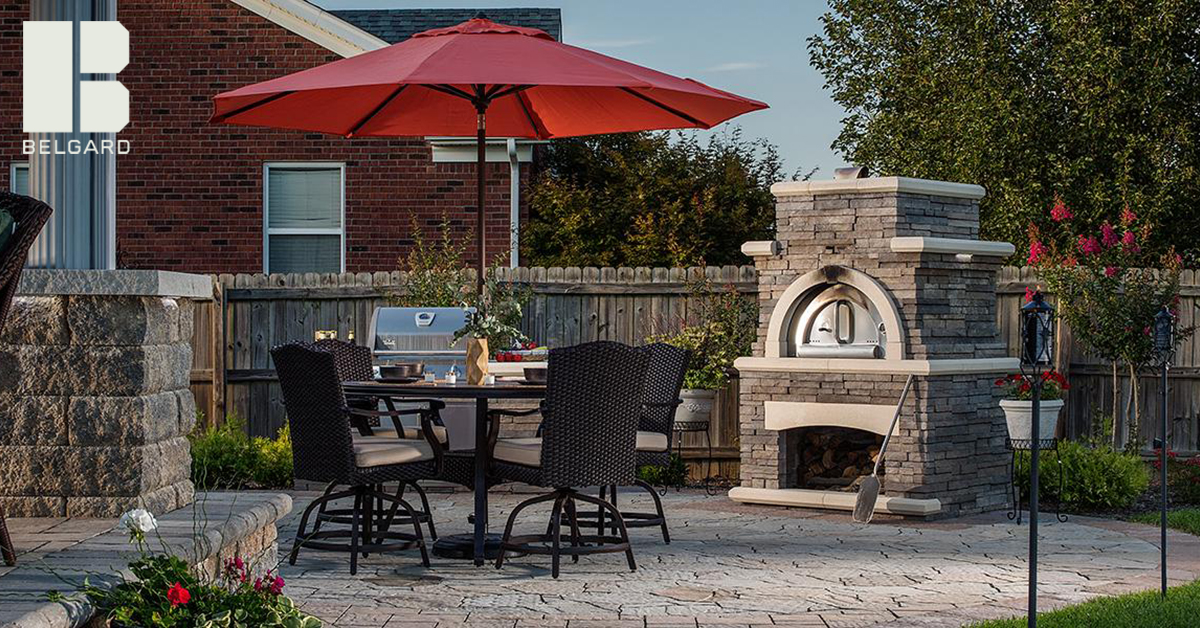 Outdoor Belgard kitchen pizza oven